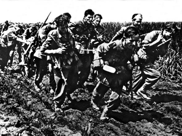 1942 год в черно-белых фотографиях